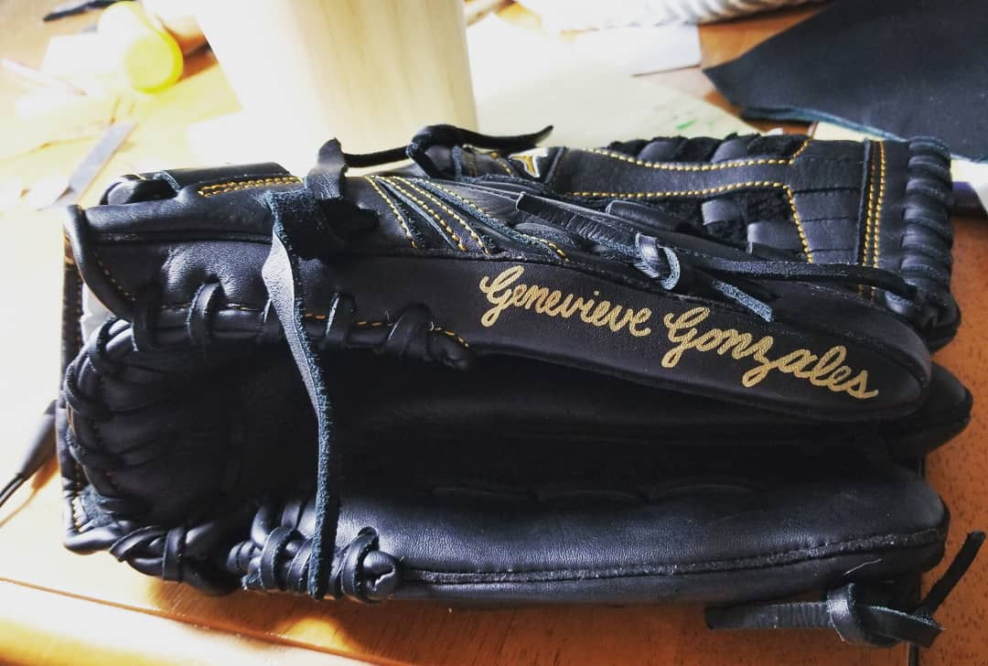Baseball Glove Paint : Personalized baseball bats and gloves for the new season